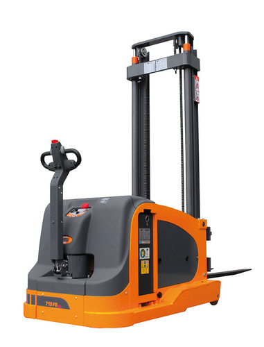 OMG 715 FS AC Q = From 1500 kg Counterbalanced stacker