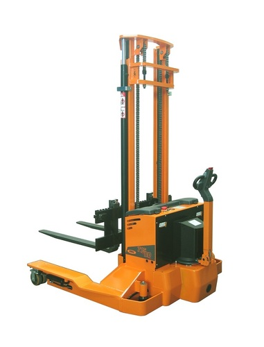 OMG 715 BD From 1500 kg Bi-directional straddle leg stacker