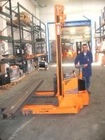 OMG 715 BD vanaf 1500 kg Vierweg breedspoor stapelaar
