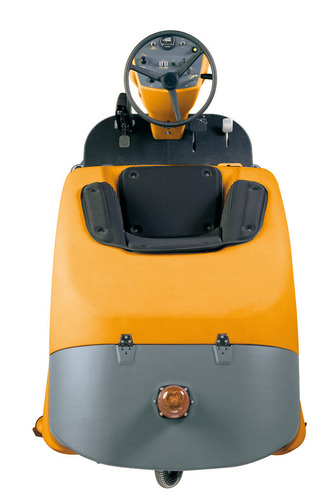 . Ride-on scrubber-dryer . OMG Aquos 1000