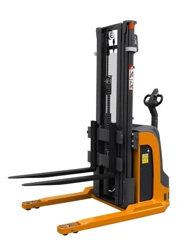 OMG 716 - 720 BLK AC Q = From 1600 kg straddle leggs stacker